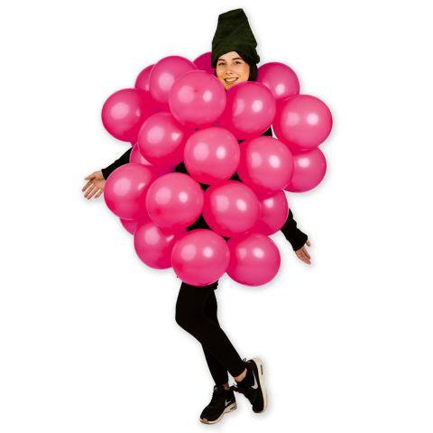 Person trägt ein Himbeerkostüm aus Luftballons in pink.