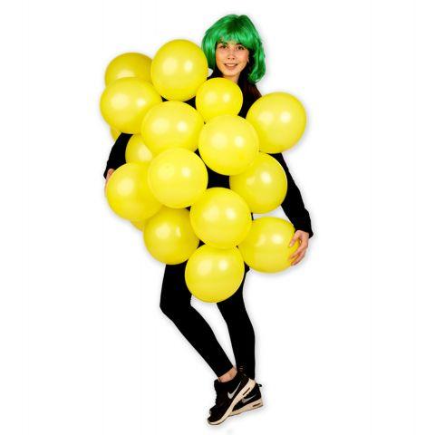 Person trägt ein Zitronenkostüm aus gelben Luftballons.