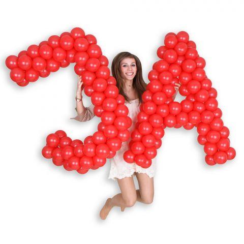 """Easy-Fix-Buchstaben """"JA"""", gehalten von einer jungen Frau"""