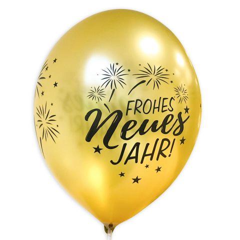 """Goldener Luftballon mit schwarzem Aufdruck """"Frohes neues Jahr"""" und Feuerwerk, rundum."""