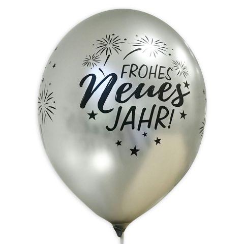 """Silberner Ballon mit schwarzem Aufdruck """"Frohes neues Jahr"""" und Feuerwerk, rundum."""