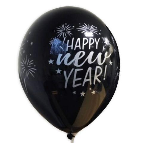 """Schwarzer Luftballon mit silbernem Aufdruck """"Happy nem Year"""" und Feuerwerk, rundum."""