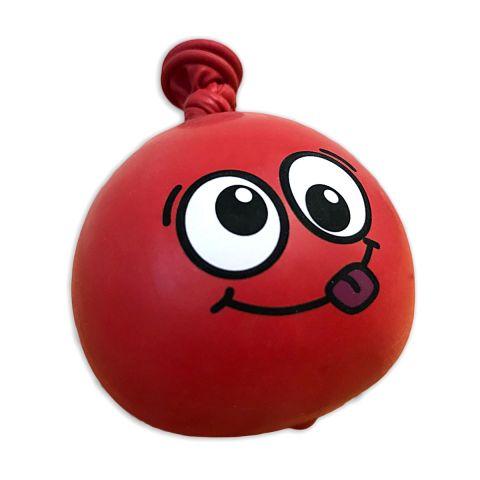 Roter Anti-Stress-Ball aus Luftballons mit Gesicht mit großen Augen und raus gestreckter Zunge.