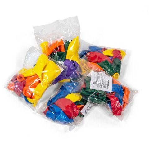 Wurfmaterial zu Karneval, Abgepackte Luftballons in kleinen Tüten. Unbedruckt
