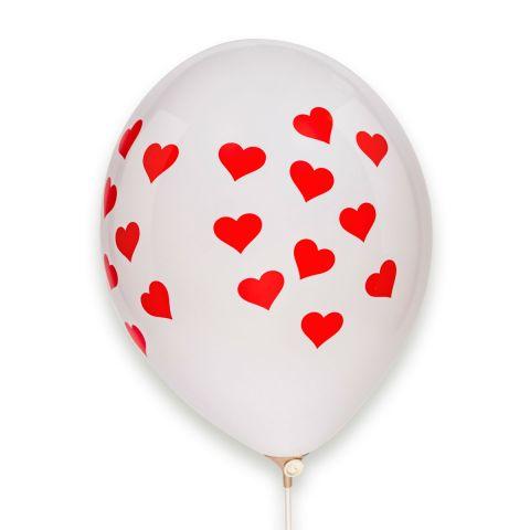 Weißer Luftballon mit aufgedruckten vielen roten Herzchen, rundum.